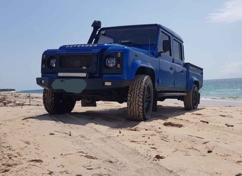 Land Rover Defender 130 puma