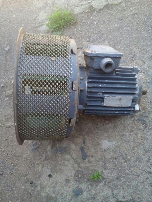 Продам асинхронный электродвигатель, вся информация о нем на фото.