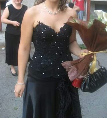 Стилна дизайнерска рокля за официален повод или бал