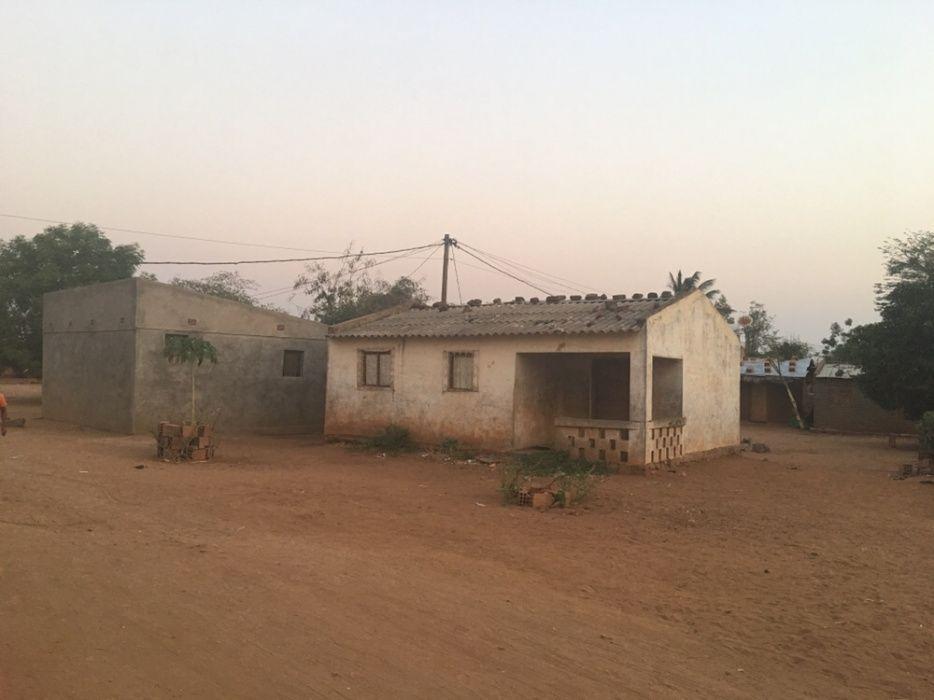 Espaço com 3 casas a Venda Urgentemente