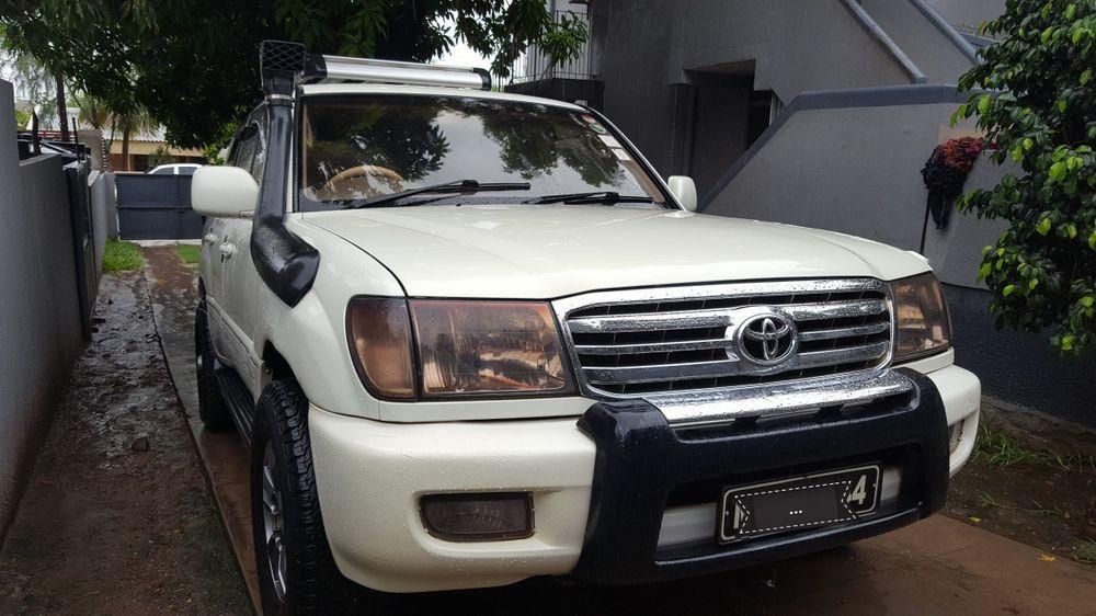 Vendo esta viatura de marca Toyota land cruiser v8-vx