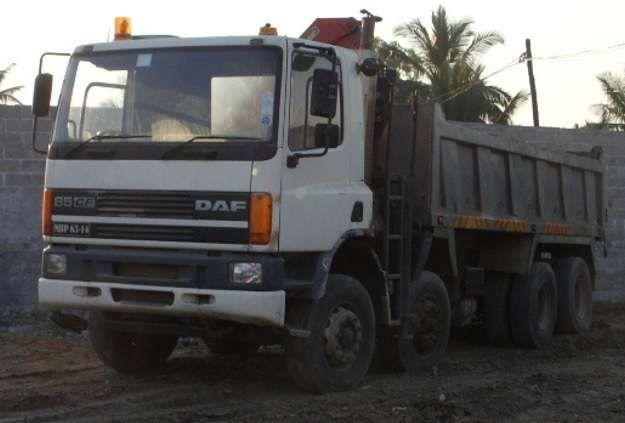 Camião DAF CF 75 4 eixos com grua, basculante