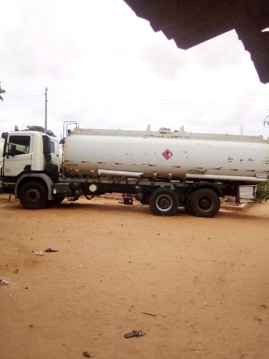 Vende-se uma camião cisterna de marca Scania
