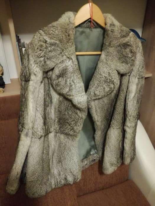 Vând haina din blana naturală