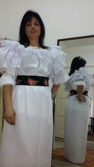 Costum popular stilizat din zona Maramures.