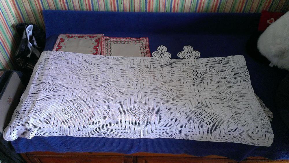 Покривка за маса или каре плетено на една кука