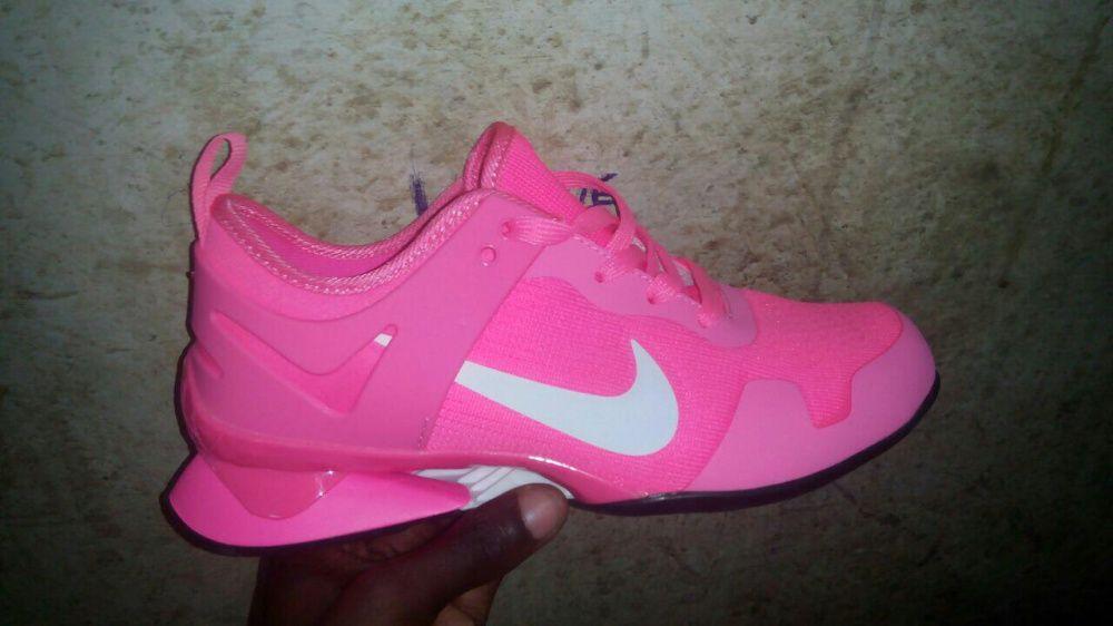 Tenis nike cor de rosa