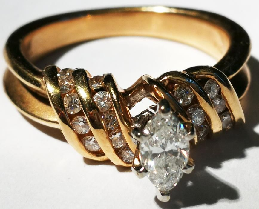 Inel aur 6,1 gr.14 carate cu 20 diamante mici si un diamant mare o