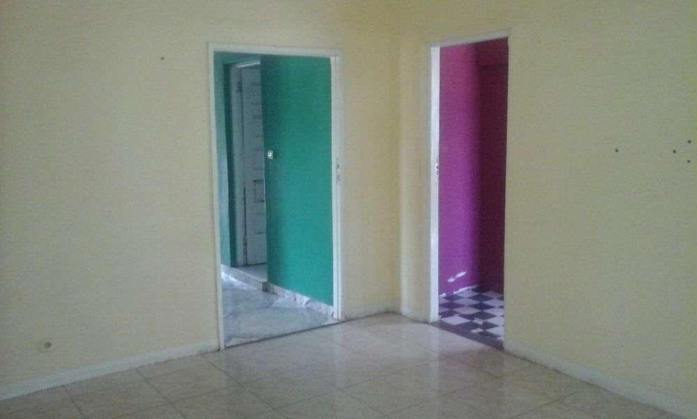 Vende-se casa t3 placa no bairro de laulane proximo da escola s.o.s