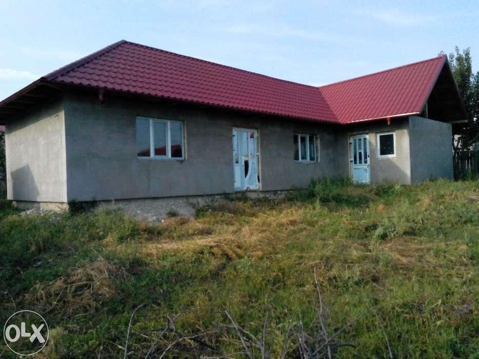 Vand Casa in Husi, zona Dric, proaspat construita (la rosu)
