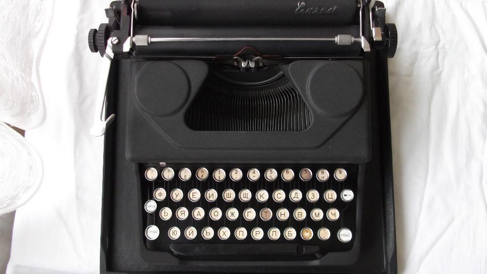 """Стара пишеща машина """"Еверест"""""""