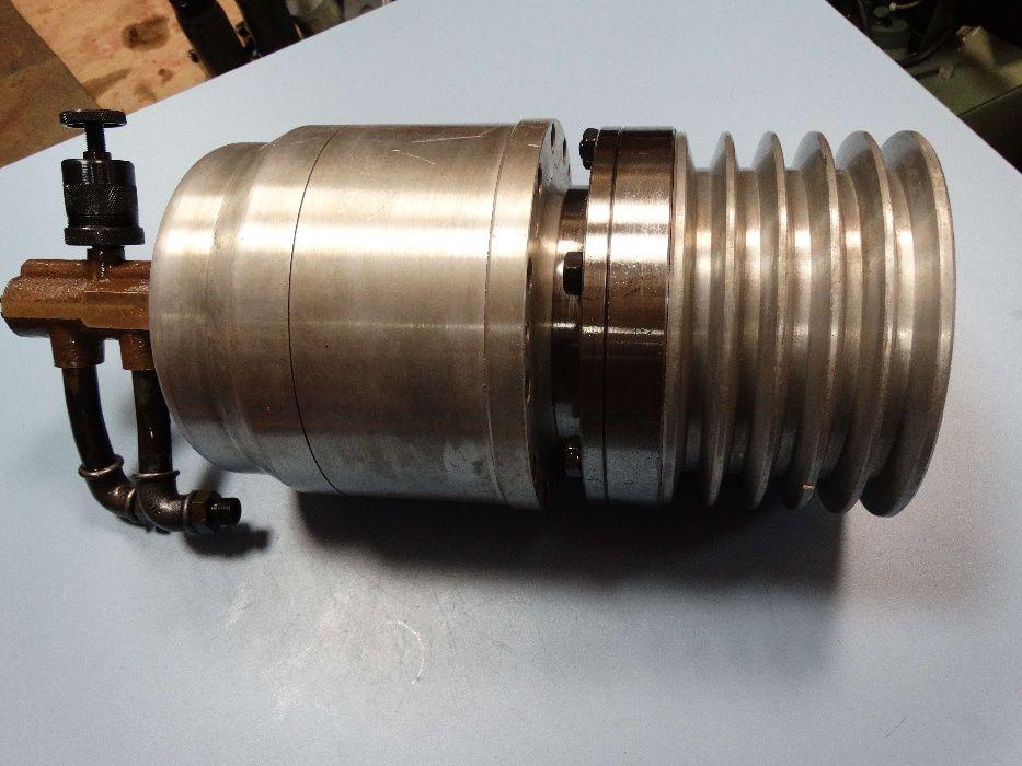 Пневмозатягащо устройство за струг