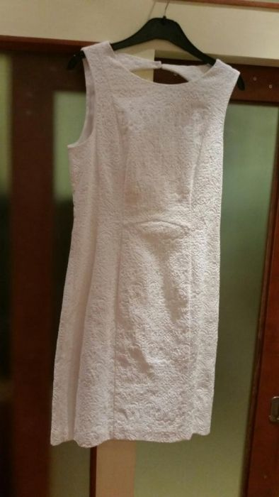 Бяла рокля h&m