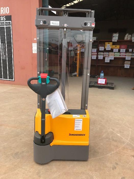 Stakers electricos - Forklift 930.531.073. Preço negociável.