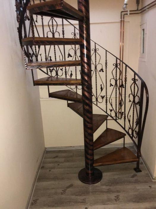 Scara spirala pentru accesul la etaj