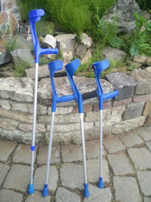 Cârje ortopedice reglabile