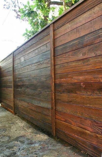 Confectionam garduri din lemn la comanda , modele frumoase si trainice
