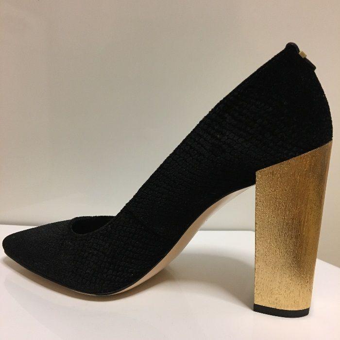 Pantofi dama Calvin Klein nr 35 , negri, toc auriu 9,5cm, 22,5cm, noi