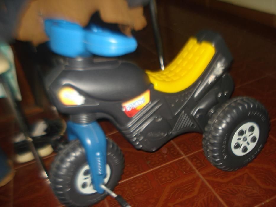 tricicleta motocicleta cu roti plastic 50lei si trotineta 60lei