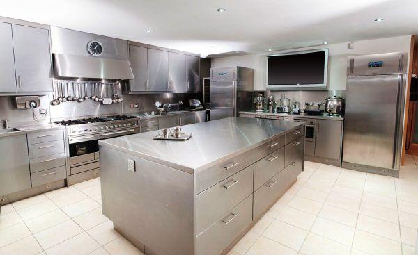 Ванны моечные, кухонные стеллажи, столы разделочные