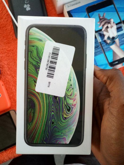 iPhone XS 64gb's selado