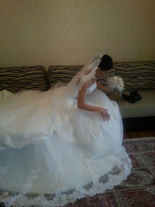 Шикарное свадебное платье покупали за 300000 тенге.