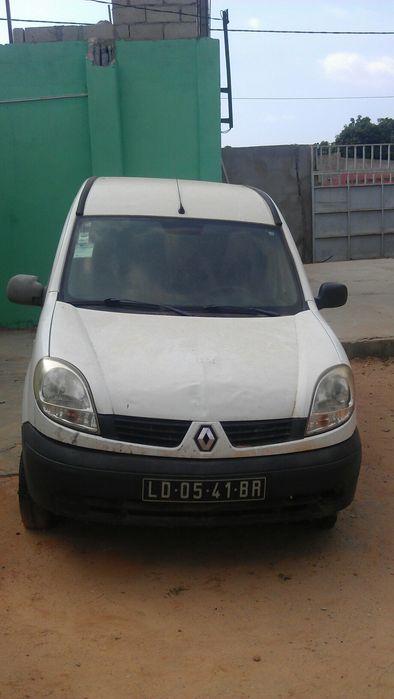 Um carro Renault kango LD 05 41BR