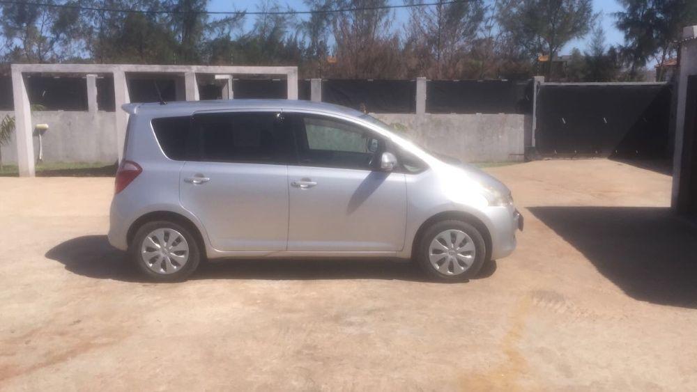 Vende-se Toyota Ractis
