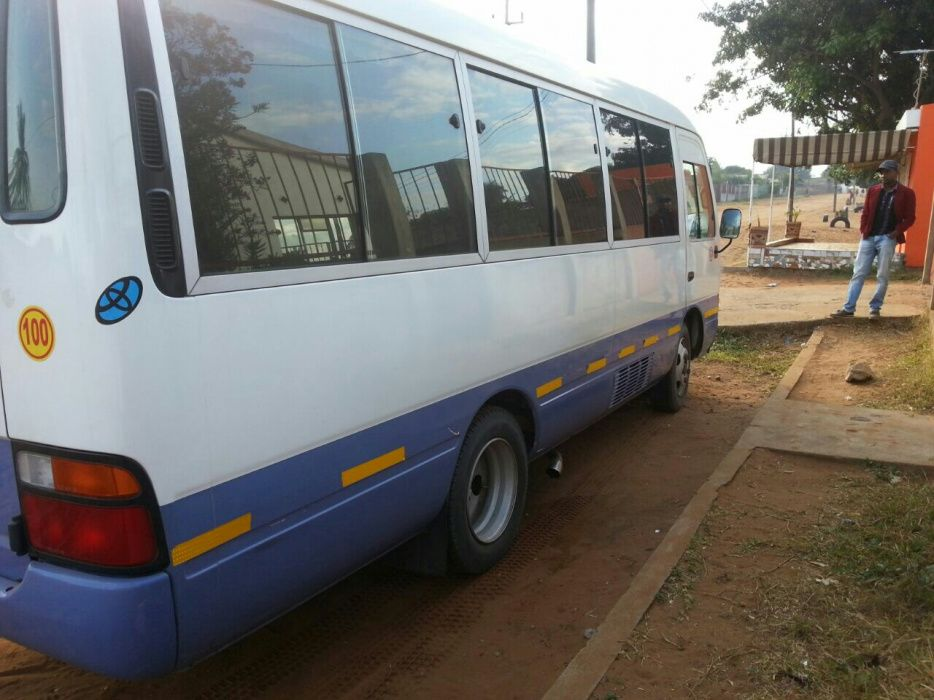 Vende-se Viatura Mini-Bus Toyota Coaster