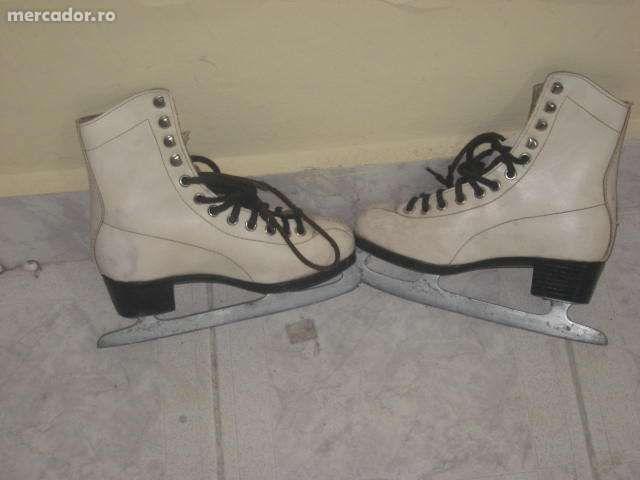 Vând patine pentru patinaj artistic