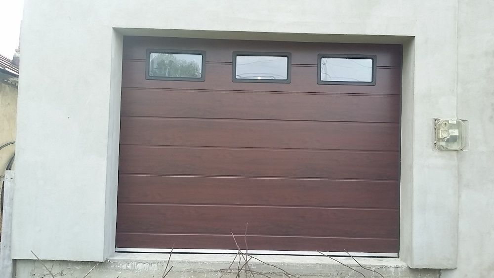 Uși de garaj 2700*2350 Mahon dungi late 3x hublouri Fabrică