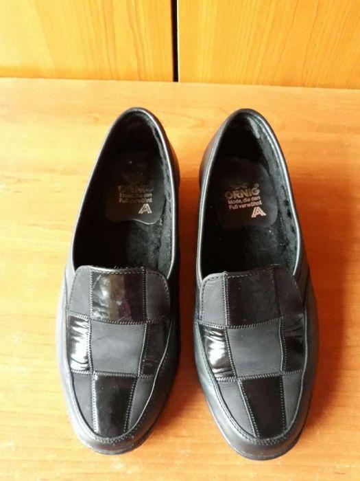 Pantofi sin piele numărul 34