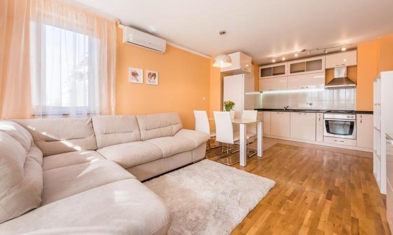 ТОП! Луксозен тристаен апартамент в Гео Милев