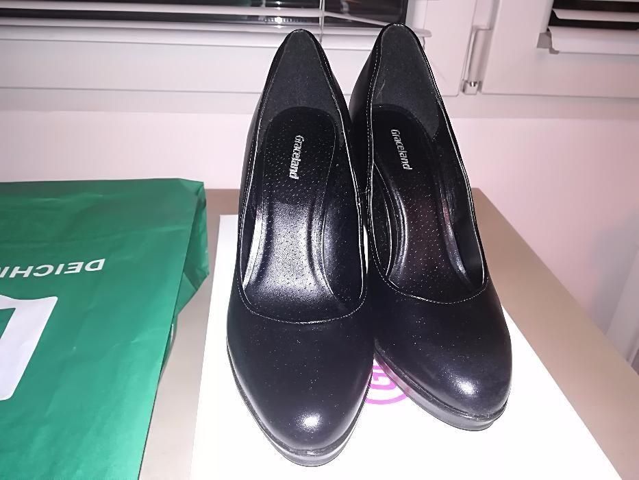 Два чифта обувки Deichmann