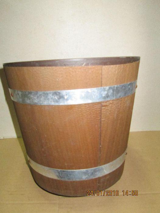 Ghiveci decorativ din plastic - forma hardau din lemn