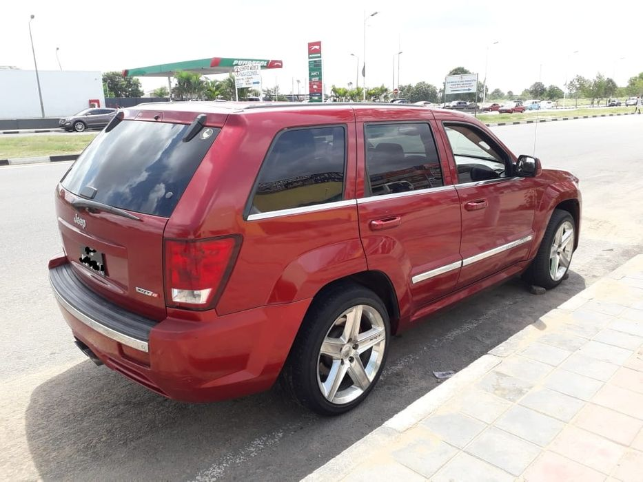 Vendo meu Jeep Cherokee SRT8