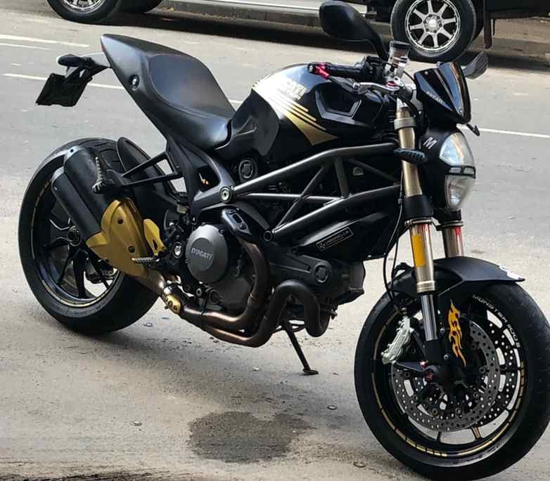 Ducati monster 1.100 c.c