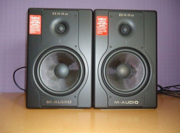 Coluna profissional de Estúdio de marca BX8a M-Audio produto novo