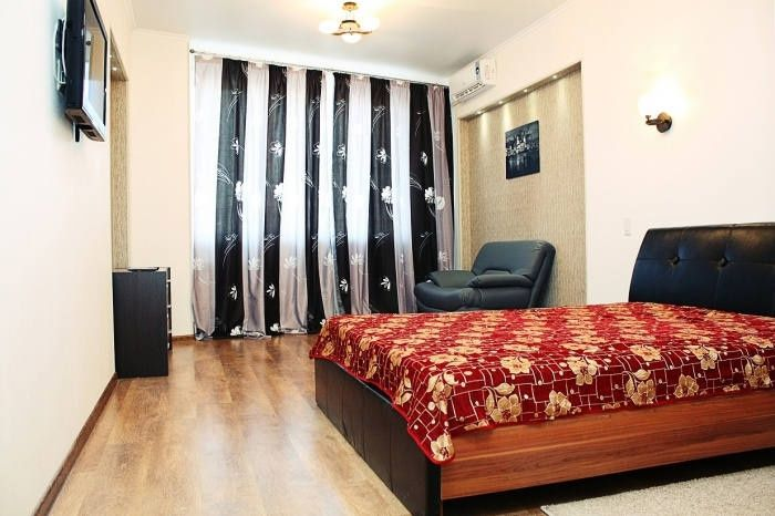В квартире на Гоголя 47, приятный свежий ремонт, вся техника и мебель.