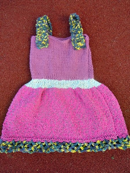 Rochii tricotate pentru fetite