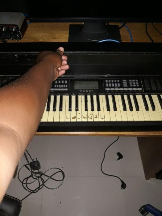 Piano.electrónico acústico