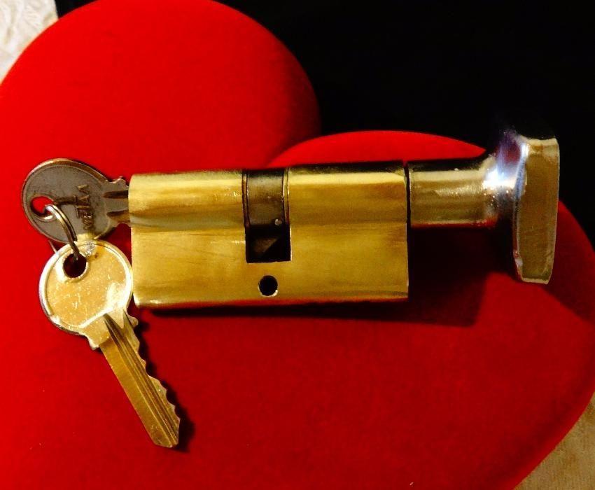 Секретен патрон с брава от месинг.