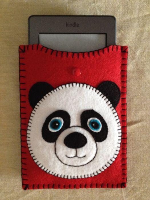Husa protectie Kindle model panda, produs handmade din fetru.
