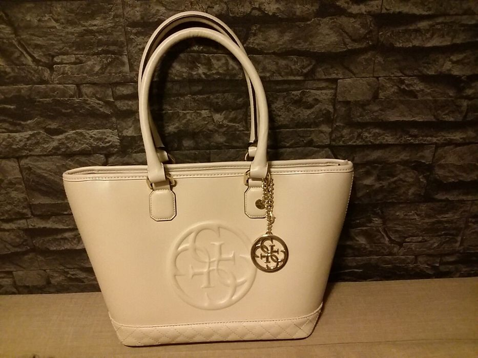 De vânzare geanta Guess