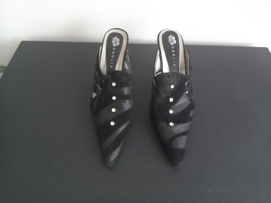 Papuci din imitație catifea, negrii, deosebiți, cu pietre strass