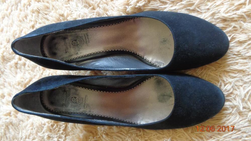 Туфли замшевые раз.39, возможен обмен на обувь 37 размера.