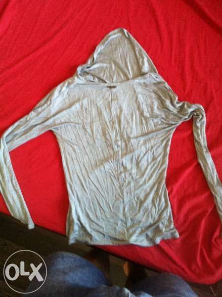 Продавам нова оригинална блуза на Calvin Klein