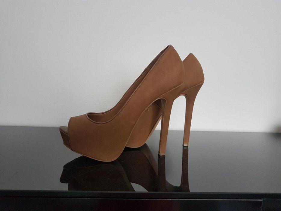 Бежови обувки Bershka 39 номер