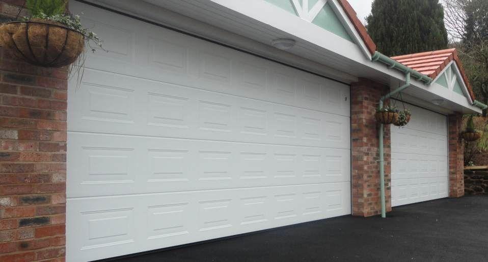 Usa de garaj 3000/2200 sectionala si izolata cu automatizare