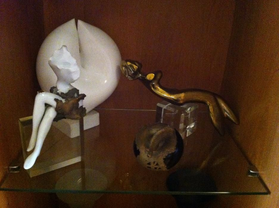 Vând opere de arta, portelan, ceramica, marmura, sticla optica, bronz